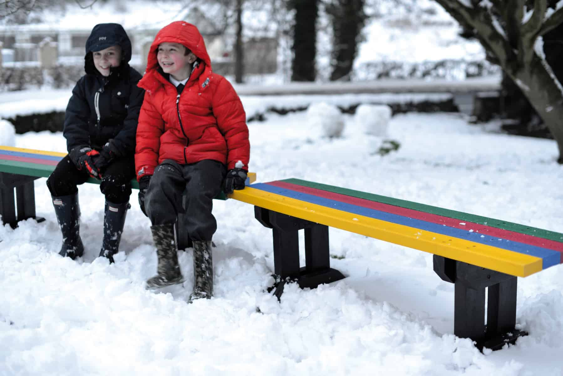 Toucan recycled plastic kids benchrecycled plastic Toucan in snow with kids